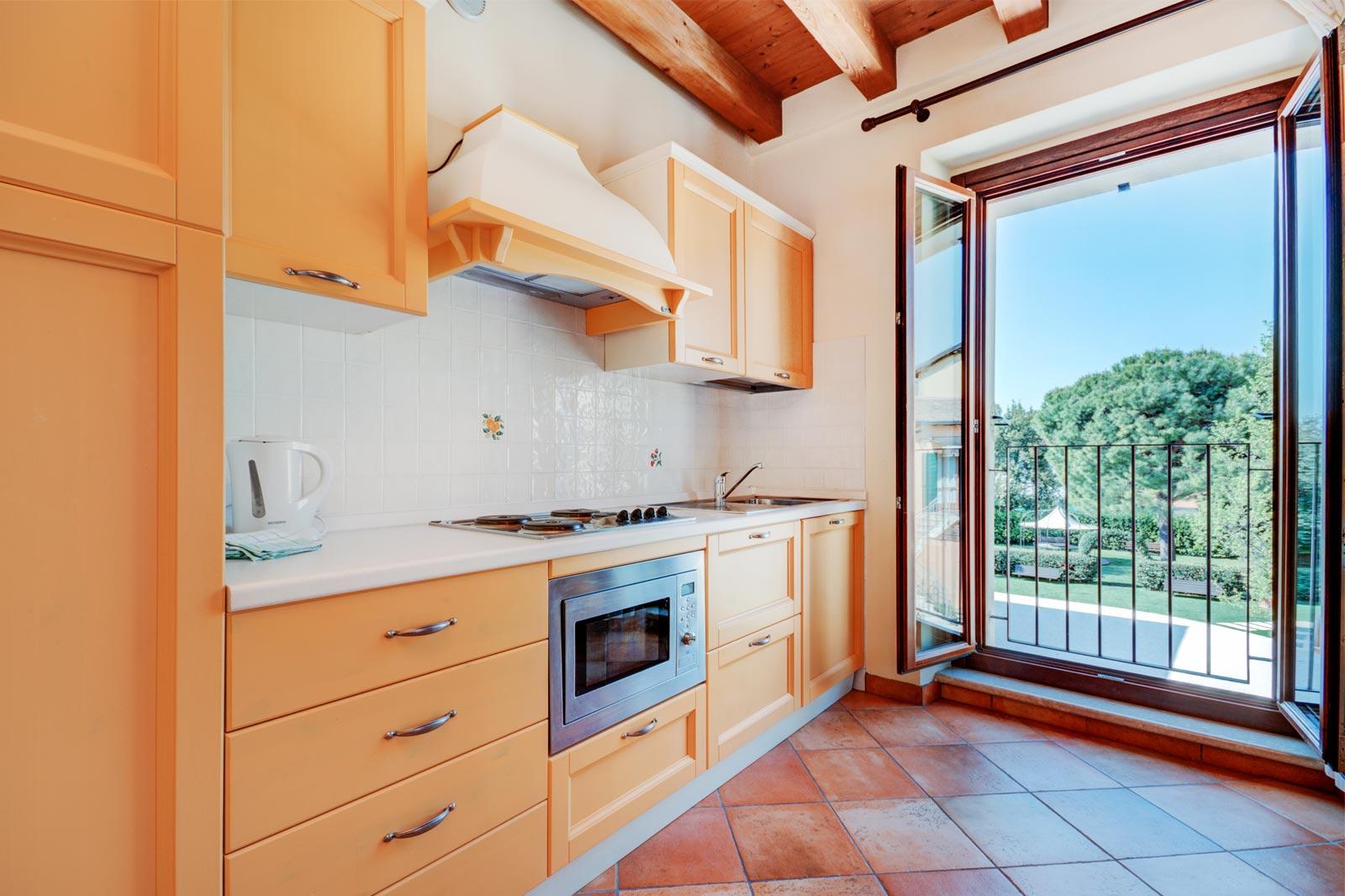 ein zimmer wohnung wohnungen agriturismo la filanda am gardasee italien. Black Bedroom Furniture Sets. Home Design Ideas